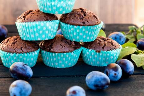 Schokoladenmuffins mit Nutella und Pflaumen