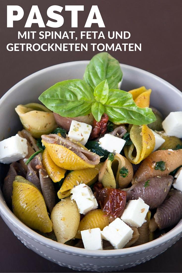Nudeln-mit-Feta-Käse-getrockneten-Tomaten-und-Spinat-11