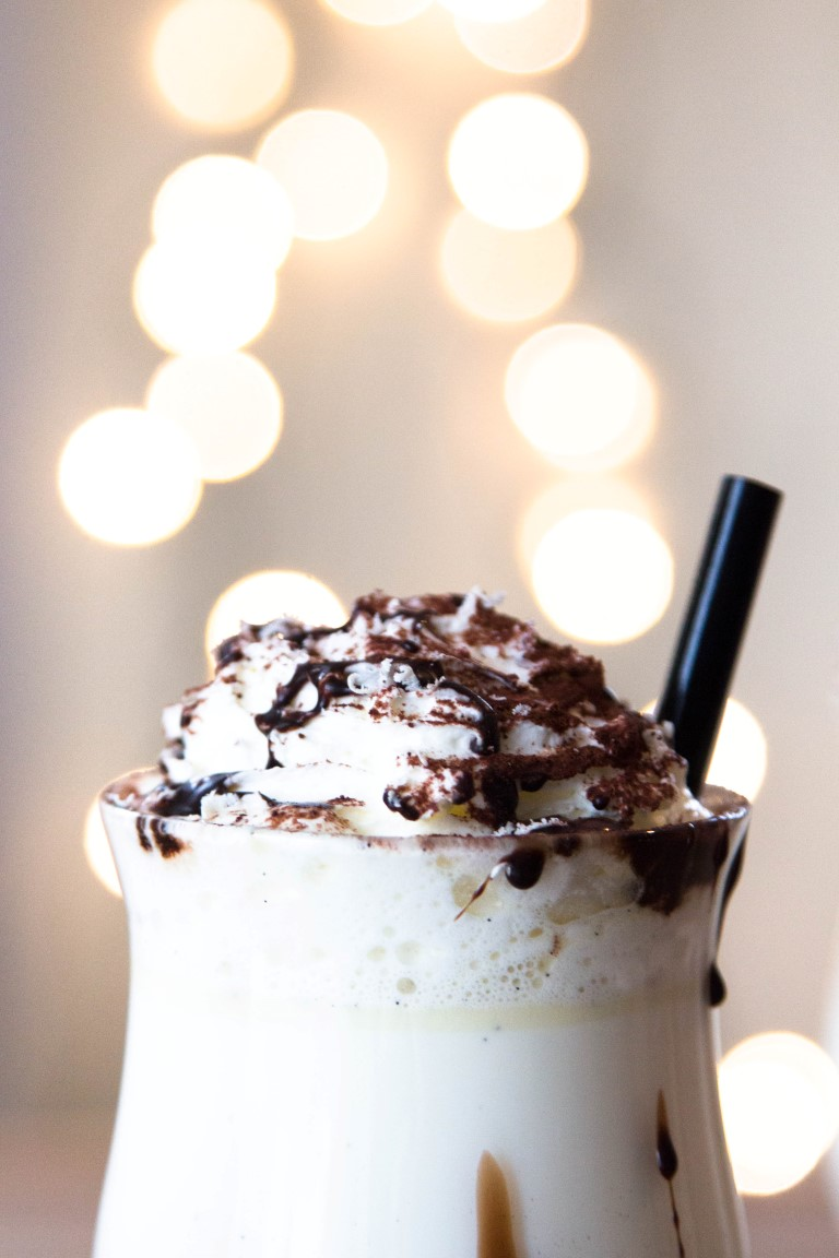 Rezept-Drink-Heiße-Weiße-Schokolade-mit-Schlagsahne-5