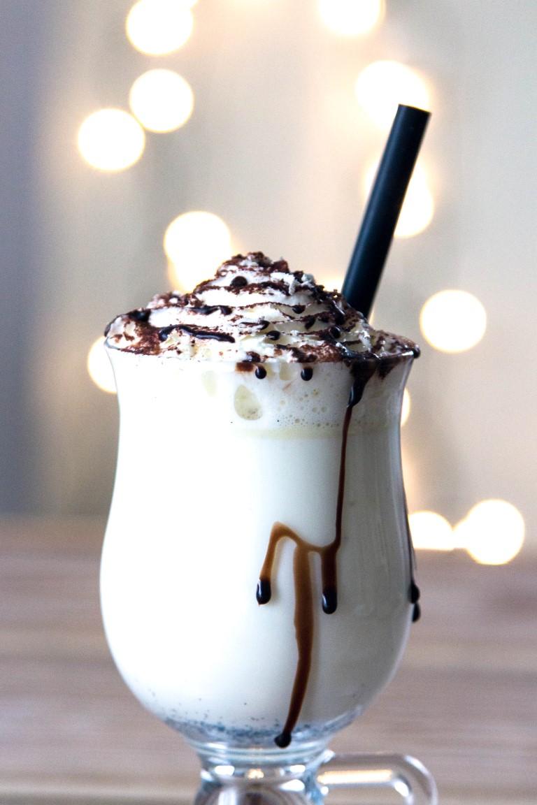 Rezept-Drink-Heiße-Weiße-Schokolade-mit-Schlagsahne-7