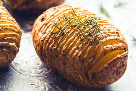 Hasselback Kartoffeln aus dem Backofen