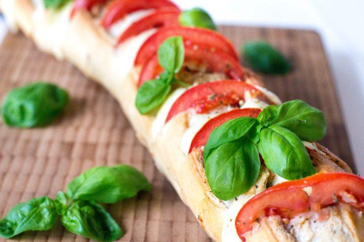 Baguette-mit-Mozzarella-und-Tomaten-Rezept-1