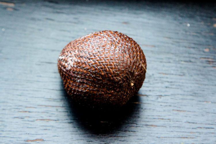 Salak-Schlangenfrucht-Exotische-Früchte-in-Thailand-18-Sorten-die-man-probieren-muss-73