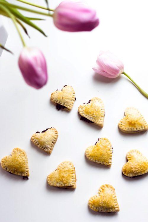 Kekse-Herzen-gefüllt-mit-Marmelade-Valentinstag-Rezept-36