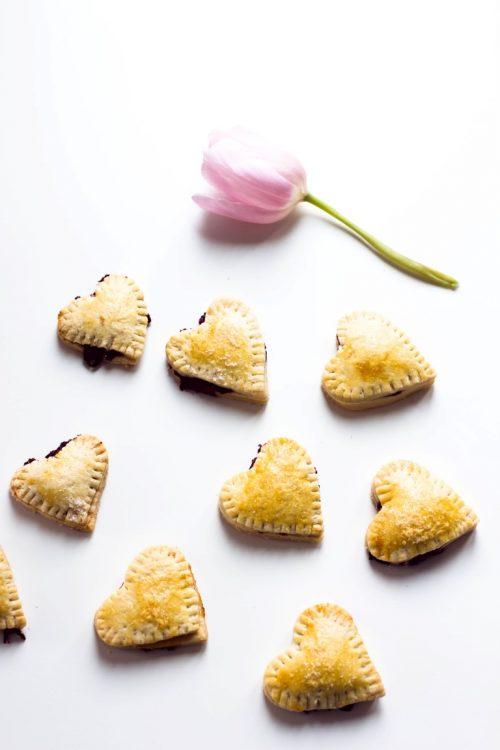 Kekse-Herzen-gefüllt-mit-Marmelade-Valentinstag-Rezept-37