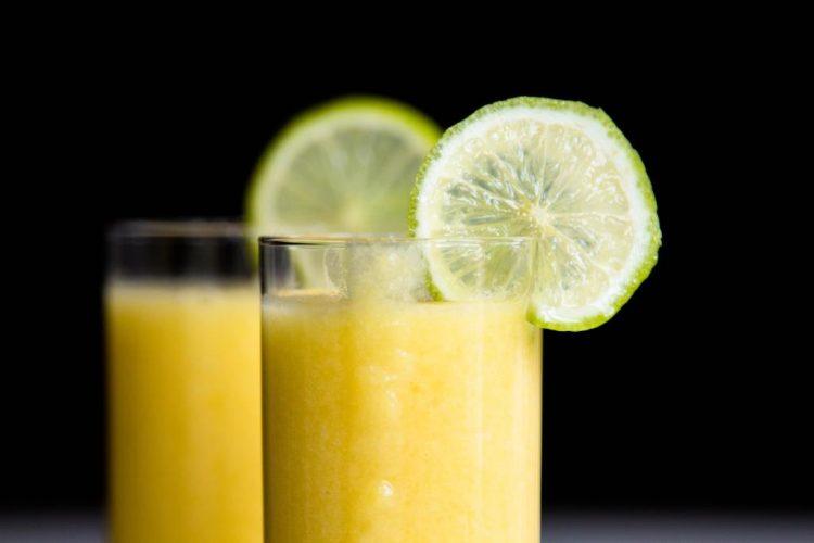 Mango-Cocktail-mit-Limettensaft-und-Kokosmilch-Rezept-02