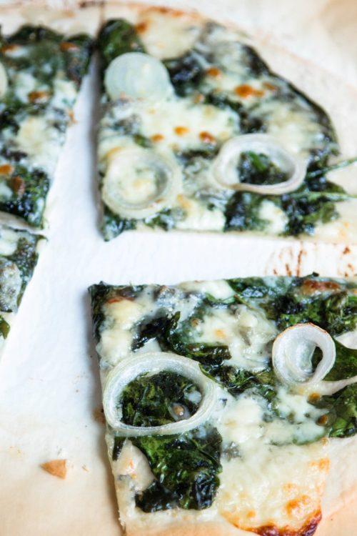 Pizza-mit-Spinat-Gorgonzola-Rezept-11