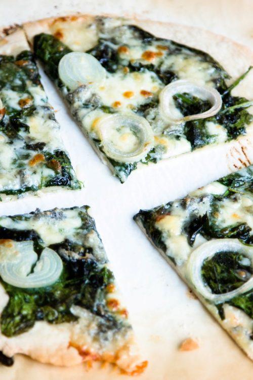 Pizza-mit-Spinat-Gorgonzola-Rezept-3