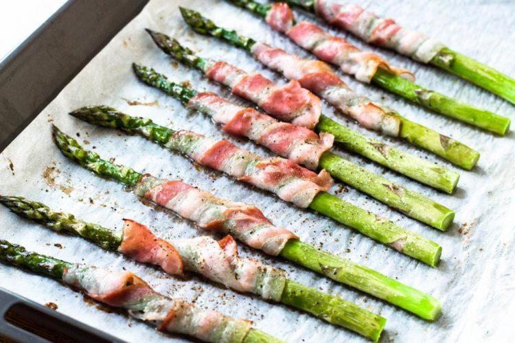 Grüne-Spargel-mit-Bacon-ummantelt-Rezept-02