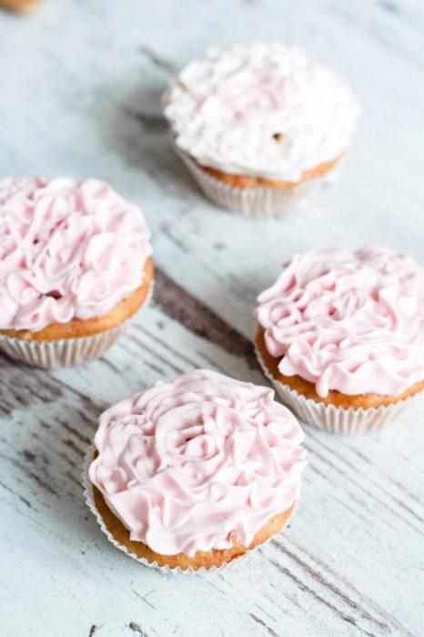 Blumen-Cupcakes-mit-Mascarpone-und-Quark-Creme-Rezept-01