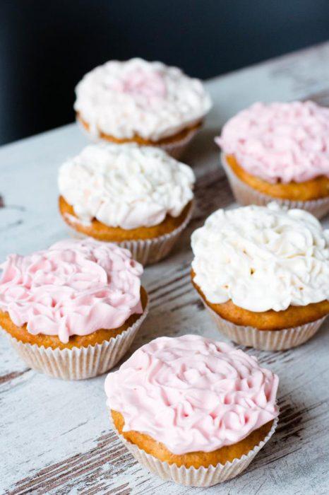 Blumen-Cupcakes-mit-Mascarpone-und-Quark-Creme-Rezept-05