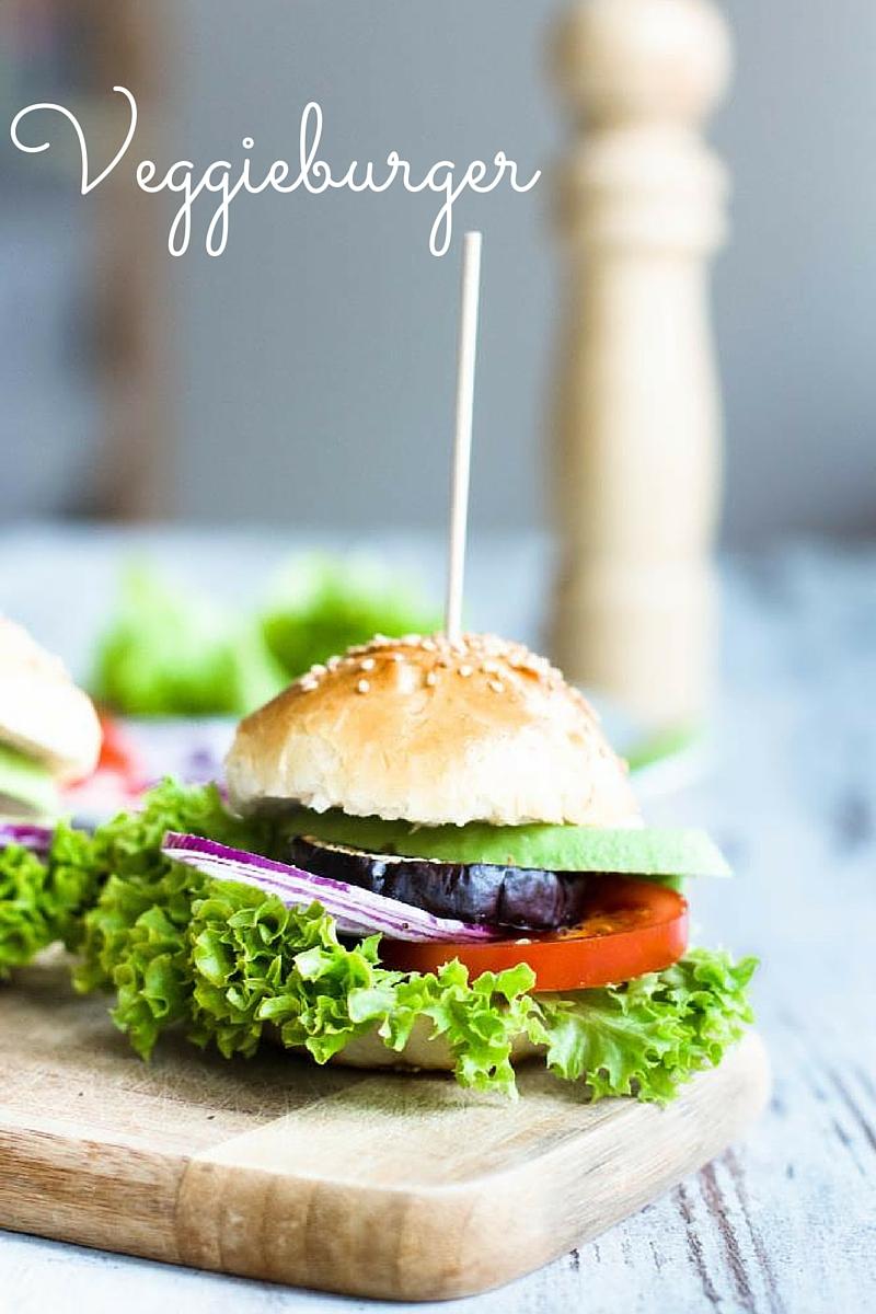 Veggieburger-Hamburger-vegetarisch-mit-Avocado-Tomaten-Rezept-08