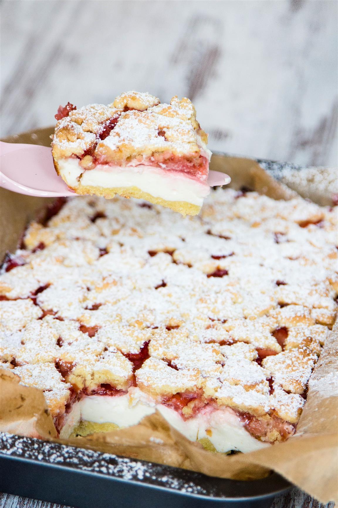 Quarkkuchen-mit-Erdbeeren-und-Streusel-Rezept-01