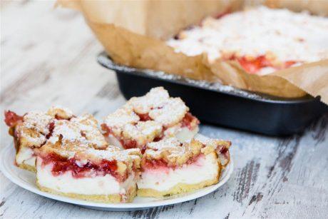 Quarkkuchen mit Erdbeeren und Streusel