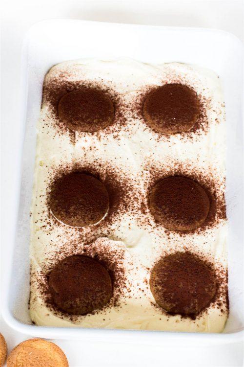 Schneller-Tiramisu-Käsekuchen-mit-Erdbeeren-Rezept-04