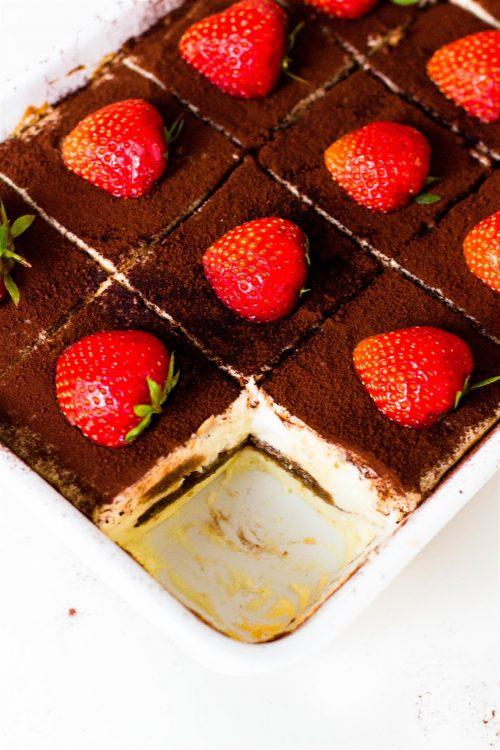 Schneller-Tiramisu-Käsekuchen-mit-Erdbeeren-Rezept-12
