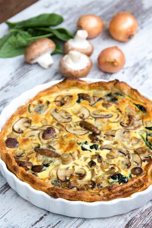 rezept-quiche-mit-spinat-zwiebeln-champignons-gorgonzola-ei-creme-fraiche-01-1