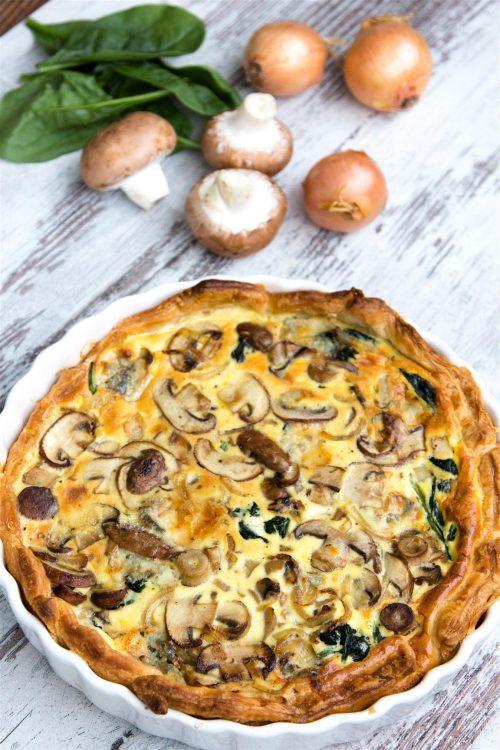 rezept-quiche-mit-spinat-zwiebeln-champignons-gorgonzola-ei-creme-fraiche-02-1