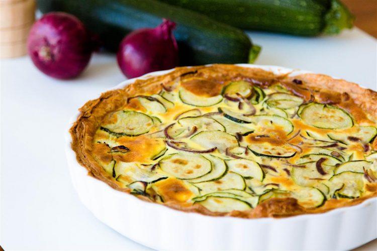 rezept-quiche-mit-zucchini-zwiebeln-ei-creme-fraiche-03-1