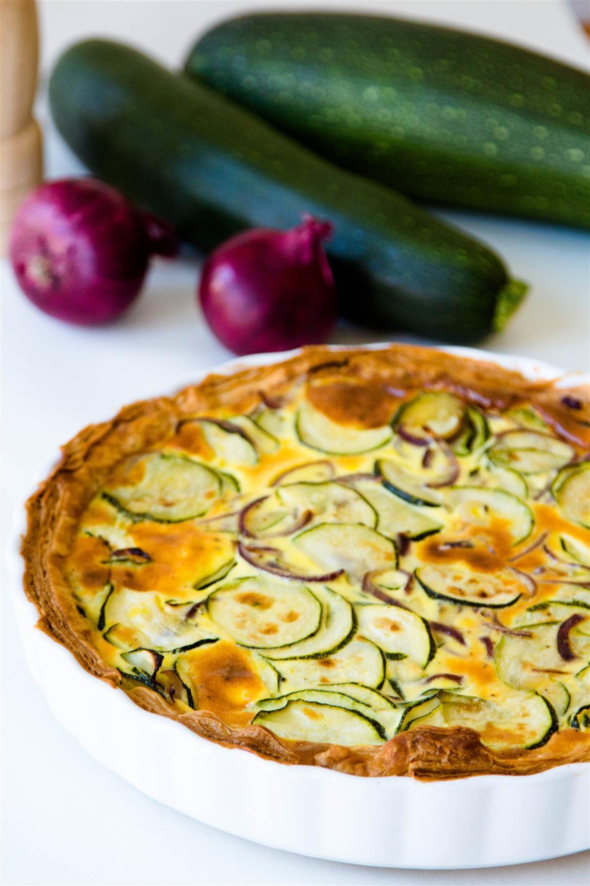 rezept-quiche-mit-zucchini-zwiebeln-ei-creme-fraiche-04-1